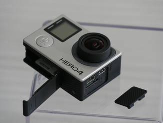Das Batteriefach ist nun anf der Unterseite der Kamera.