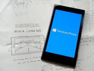 Das Nokia Lumia 925 läuft mit dem Betriebssystem Windows Phone.