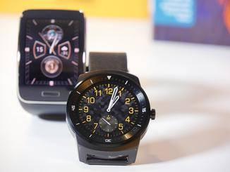 Mit einigen Zifferblätter geht die G Watch R als klassische Herrenarmbanduhr durch.