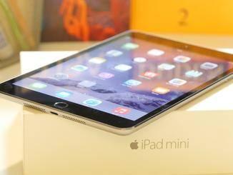 Bei ungünstigem Lichteinfall spiegelt das Display des iPad mini 3 stark.