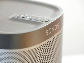 Wir haben das schwarze Modell getestet – der Sonos Play 1 ist auch in Weiß verfügbar.