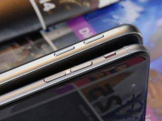 Die abgerundeten Kanten des Galaxy S6 (hinten) erinnern stark an das iPhone 6 (vorn).