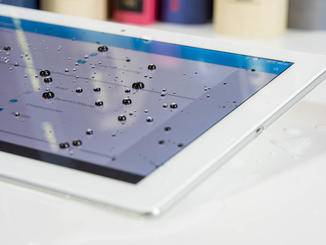 Das Tablet ist nach IP65 und IP68 Wasser- und Staubfest.