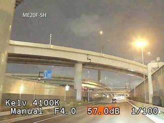 Nächtliche Autofahrten lässt die Kamera auf Wunsch wie am hellichten Tag wirken.
