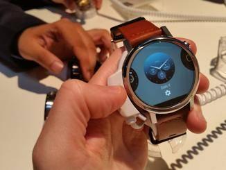 Die neue Motorola Moto 360 auf der IFA 2015.