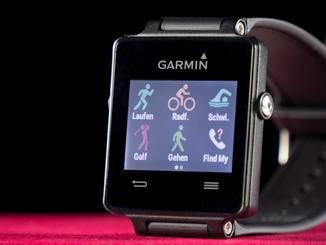 ... oder eben die Garmin Vivoactive fallen größer aus als Fitness-Tracker wie...