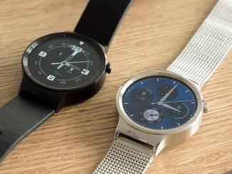 Die Huawei Watch Active kommt mit Lederarmband, die Huawei Watch Classic mit Metallband.