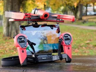 An das Smartphone oder Tablet überträgt die Drohne das Bild der Kamera.