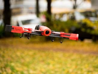 Die Drohne verfügt über ein gutes und ausgewogenes Flugverhalten.