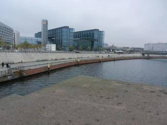 Der Berliner Hauptbahnhof ist ganz in der Nähe.