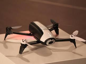 Gerade einmal rund 500 Gramm bringt die All-in-One-Drohne auf die Waage.