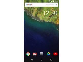 Android 7.0-Konzept auf einem Smartphone.