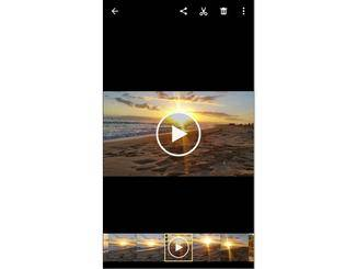 """Wähle ein Video aus der Smartphone-Galerie aus und tippe auf das """"Teilen""""-Symbol."""