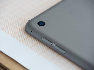 Der schlanke Aluminium-Body liegt ohne Schutzhülle etwas rutschig in der Hand.