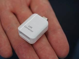 Dieser USB-Connector verbindet das Galaxy S7 mit jedem beliebigen anderen Smartphone.