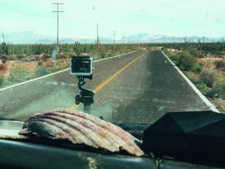 Die GoPro findet auch auf der Kühlerhaube Halt.