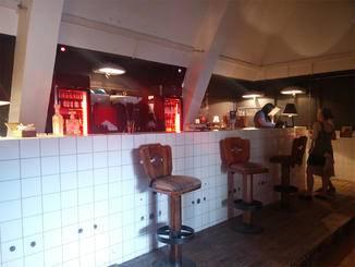 Dort treffen Vintage-Möbel auf Club Mate an der Bar.
