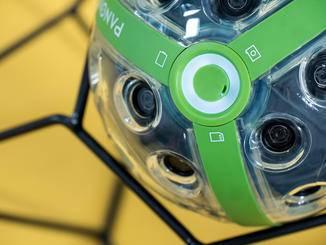An einer Seite sitzt der Ein/Ausschalter und Auslöser mit LED-Anzeige ringsum.