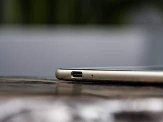 Im schlanken Gehäuse finden ein USB Typ-C-Anschluss...