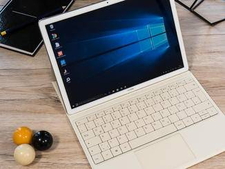 Das MateBook lässt sich im PC-Modus mit Tastatur...