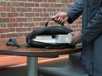 Das kleine Gerät ist handlich und leicht zu transportieren.
