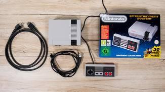 Das NES Classic Mini kommt mit Controller und allen relevanten Kabeln.