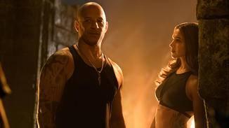 Hübsche Frauen und viel nackte Haut: Xander Cage scheint sich wohlzufühlen.