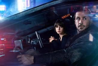 Ryan Gosling mit Darstellerin Ana de Armas in ihrer Rolle als Joi.