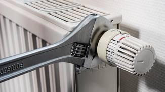 """Zunächst muss das """"alte"""" Thermostat abmontiert werden."""