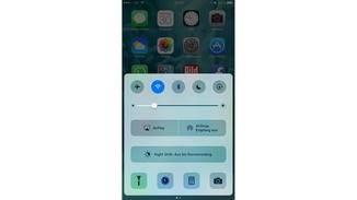 Öffne das Kontrollzentrum, aktiviere Bluetooth und wische nach links.