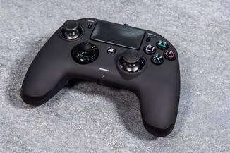Liegt gut in der Hand: Der Nacon Revolution Pro für PS4.