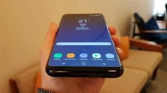 Das Display von Galaxy S8 und Galaxy S8 Plus reicht über die Seiten hinaus.