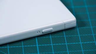 Typisch für Sony und echt praktisch: ein physischer Kamera-Button.