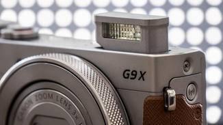 Der Blitz ist in die Kompaktkamera integriert...