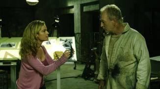 Jill (Betsy Russell) konfrontiert ihren ehemaligen Partner John Kramer (Tobin Bell).