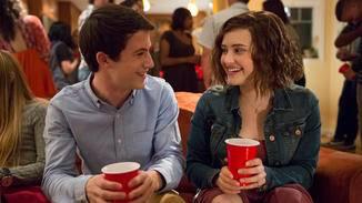 Clay und Hannah auf einer der Highschool-Partys.