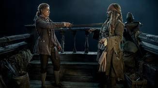 Henry (Brenton Thwaites, links)  mit Captain Jack Sparrow (Johnny Depp)