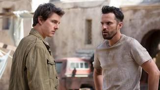 Als Schatzjäger bereisen Nick Morton (Tom Cruise, l.) und Chris Vail (Jack Johnson, r.) ferne Länder.