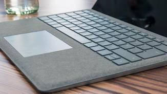 ...beim Tastatur-Cover setzt Microsoft jedoch auf Alcantara.