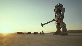 Menschen und Autobot kämpfen Seite an Seite gegen das Böse.