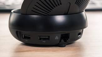 Auf der Rückseite gibt es Anschlüsse für HDMI, USB und Ethernet.
