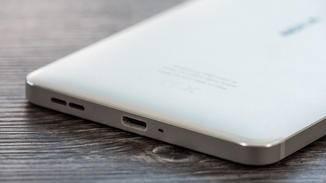 Geladen wird das Nokia 6 per microUSB-Kabel, eine Schnellladefunktion fehlt aber.