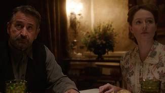 Samuel (Anthony LaPaglia) und Esther Mullins (Miranda Otto) wollen nach dem Tod ihrer Tochter wieder Leben in ihr Heim bringen ...