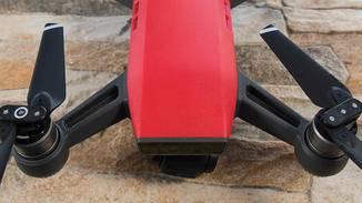 Zudem sind zahlreiche Sensoren zur Positionsbestimmung und Hinderniserkennung an Bord.