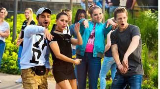 Die Gang is bäck: Burak (Aram Arami), Zeynep (Gizem Emre), Chantal (Jella Haase) und Danger (Max von der Groeben) mischen die Goethe-Gesamtschule ein letztes Mal auf.