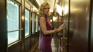 Mrs. Hubbard (Michelle Pfeiffer) beklagt, dass ein Mann in ihrem Abteil war.