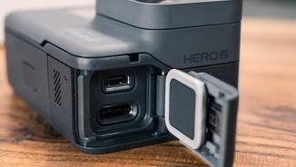 ... hinter der kleineren USB-Type-C und HDMI.