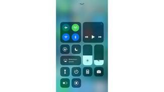 WLAN und Bluetooth sind aktiv und leuchten blau.
