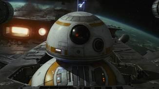 BB-8 bleibt auch nichts erspart. Für ihn geht es wieder in die Luft.