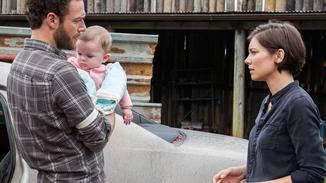 Aaron bringt Maggie nicht nur schlechte Nachrichten ...